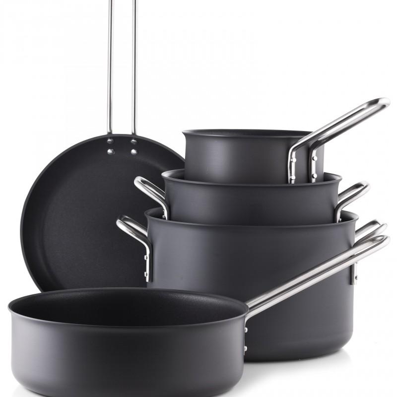 Elegante Eva Trio gryder gør det nemt at lave lækre retter i dit køkken